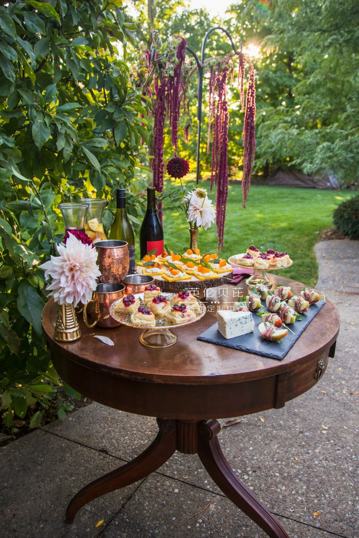 friendsgiving-one-stylish-appetizer-table