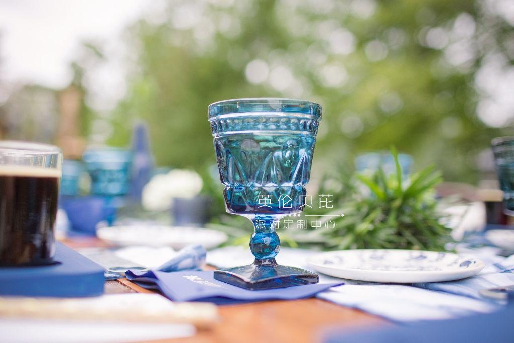 blue-vintage-glassware-one-stylish-party