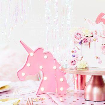 粉红色的虹色独角兽生日派对