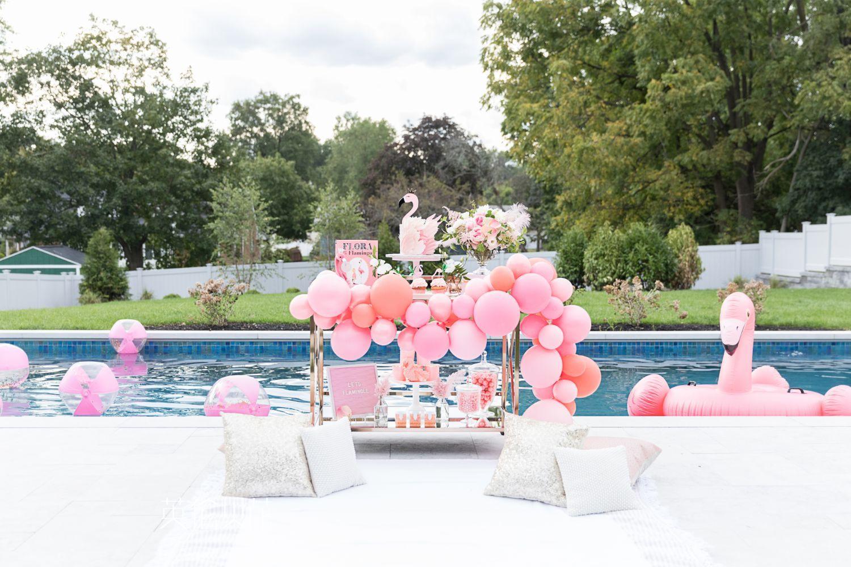 火烈鸟泳池生日派对