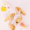 色彩鲜艳的万寿菊婚礼