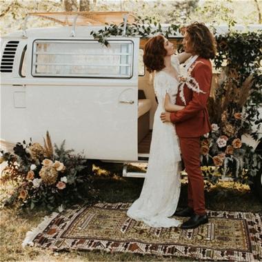 大自然中温暖的秋季婚礼