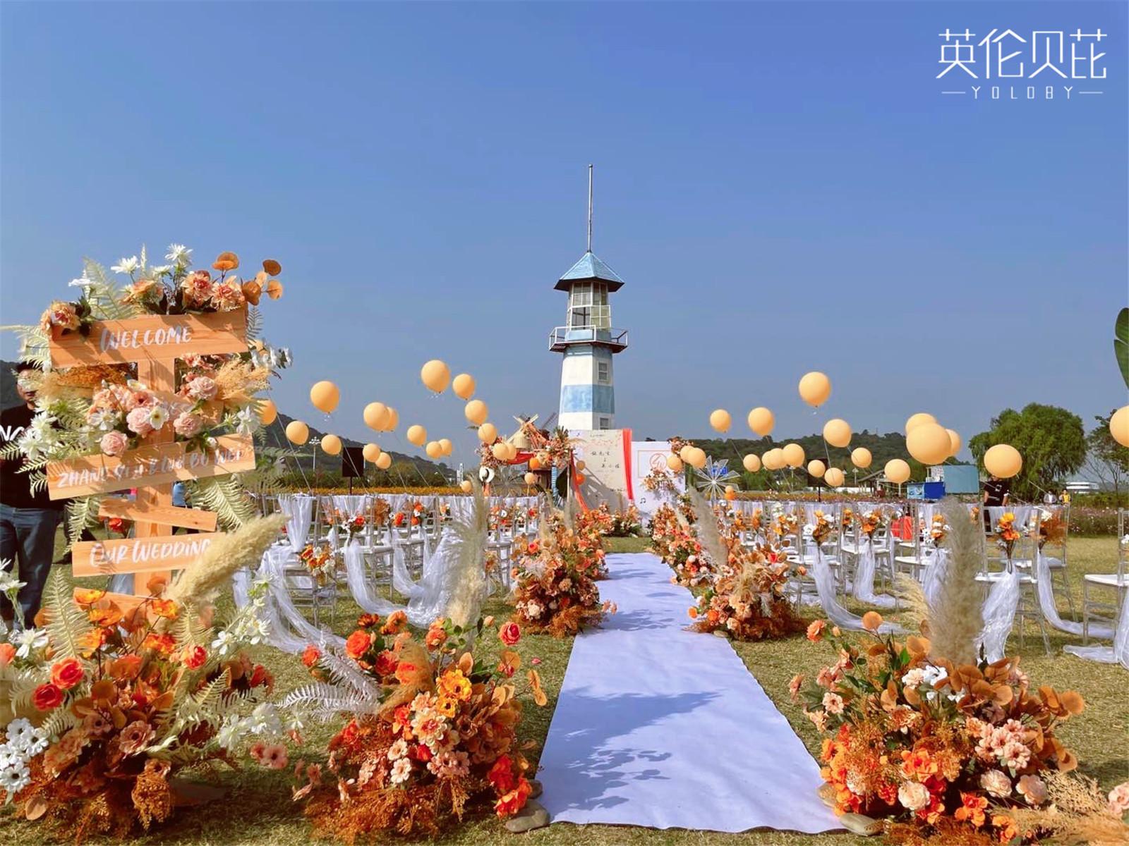 恰到好处的户外秋色婚礼