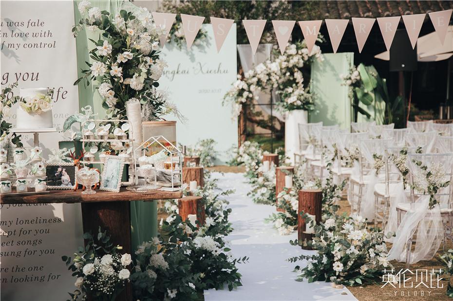 这样一场白绿色小清新户外婚礼,你喜欢吗?